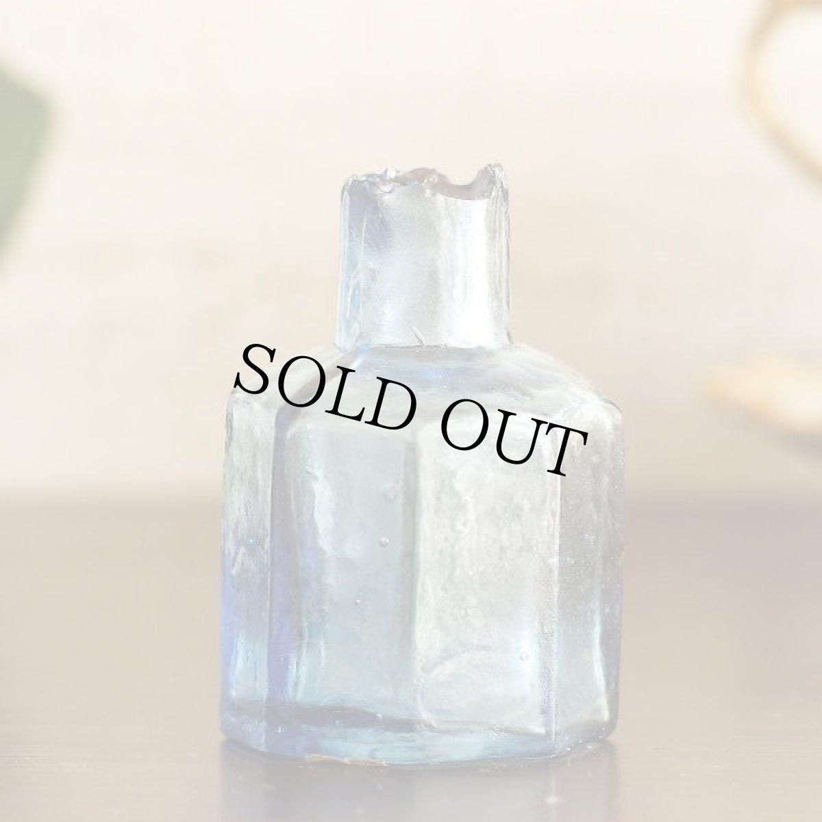 画像1: イギリス アンティークブルーガラス ヴィクトリアンインク瓶 八角形 (約高さ6.0cm) (1)