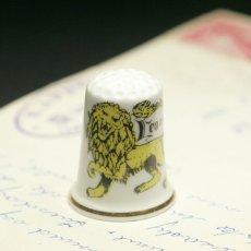 画像1: イギリス  英国陶製シンブル(指貫)ライオン (1)