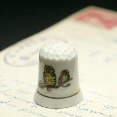 画像1: イギリス  英国陶製シンブル(指貫)幸運を運ぶ2羽のフクロウ (1)