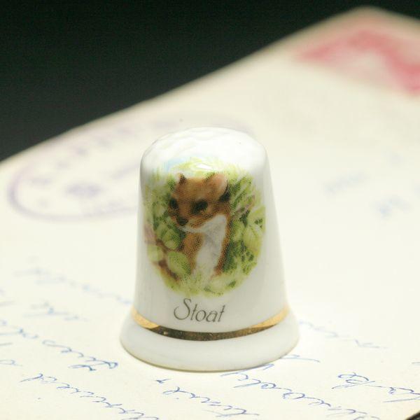 画像1: イギリス  英国陶製シンブル(指貫)Stoat オコジョ (1)