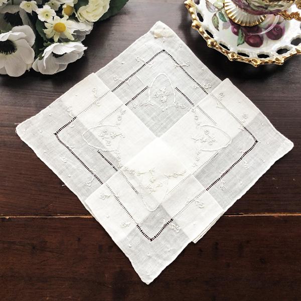 画像1: デットストック アイリッシュピュアリネンハンカチ フラワー手刺繍とドロンワーク刺繍 (1)