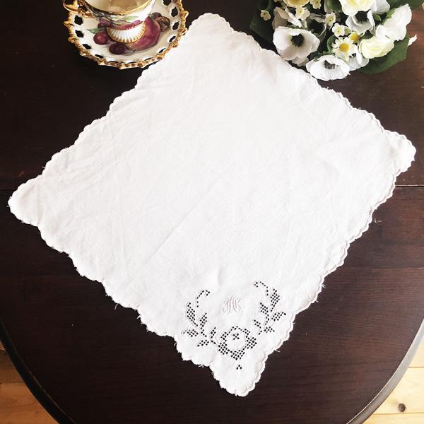 画像1: 〈イギリス〉ヴィンテージ JHK カットワーク手刺繍 ナプキン ハンカチ (1)