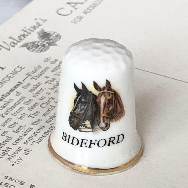 画像1: イギリス  英国陶製シンブル 2頭の馬 BIDEFORD ビディフォード (1)