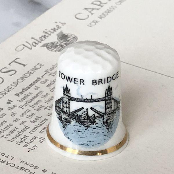 画像1: イギリス  英国陶製シンブル ロンドン タワーブリッジ (1)