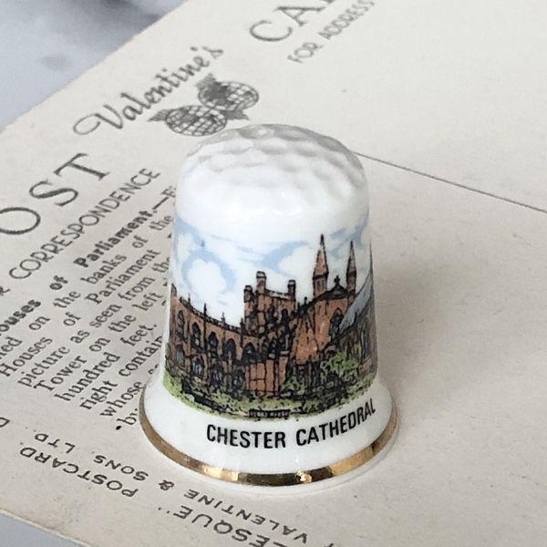 画像1: イギリス  英国陶製シンブル チェスター大聖堂 (1)