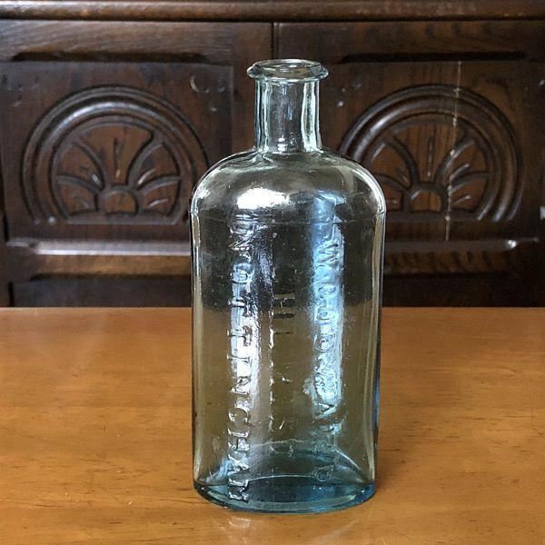 画像1: イギリス 1930年頃 アンティークガラス瓶 WOODWARD CHEMIST NOTTINGHAM (1)